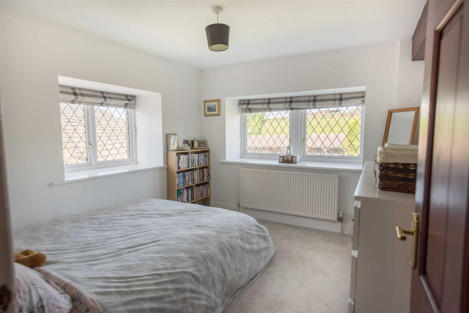 5 Bedroom Link Detached House For Sale - Image 16